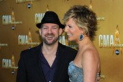 **HQ ADDS!!!**Jennifer Nettles (Sugarland) -  attends the 44th Annual Country Music Awards in Nashville (november 10, 2010) - LQs