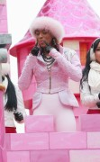 "Nov 25, 2010 - Keri Hilson - ""Macy's Thanksgiving Day"" 84th Annual Parade In NYC 0534e6108235927"