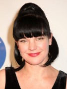 "Pauley Perrette @ ""Divine Design Gala"" At The Beverly Hilton Hotel In  Beverly Hills -December 1st 2010- (X 8)"