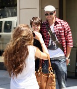 Kellan Lutz out shopping in Hollywood - July 29th, 2010 8468b590792150